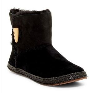 UGG Garnet Toggle Boot NWT